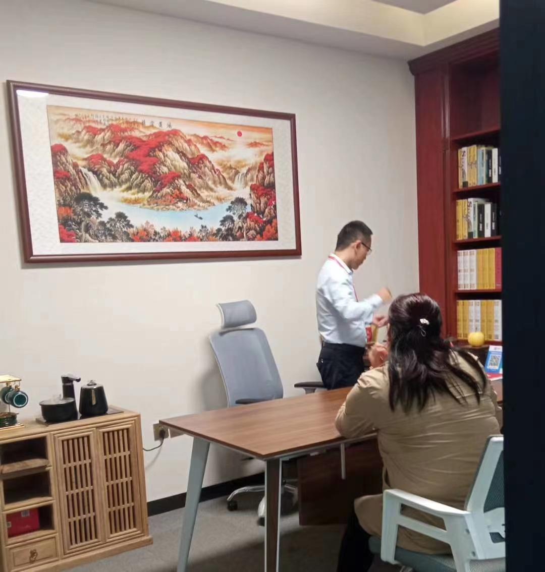 欢迎平阴赵老师一家来济南总部考察